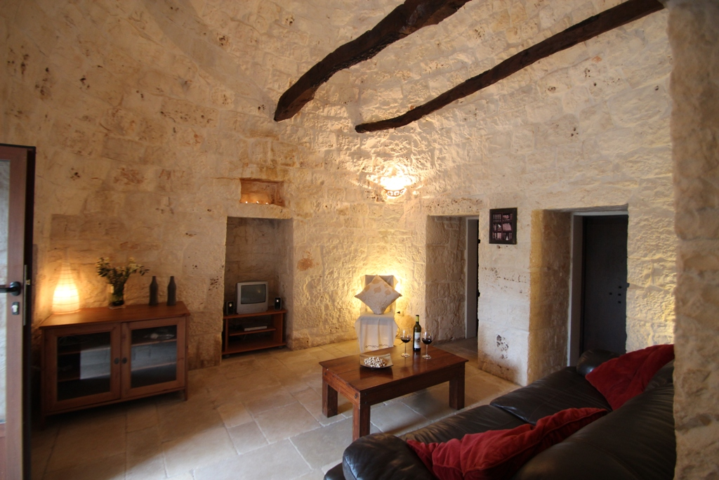 Trullo Casolare lounge 2.JPG
