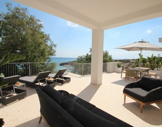 Luxury 6 bedroom Villa right by the sea with jacuzzi, air-con