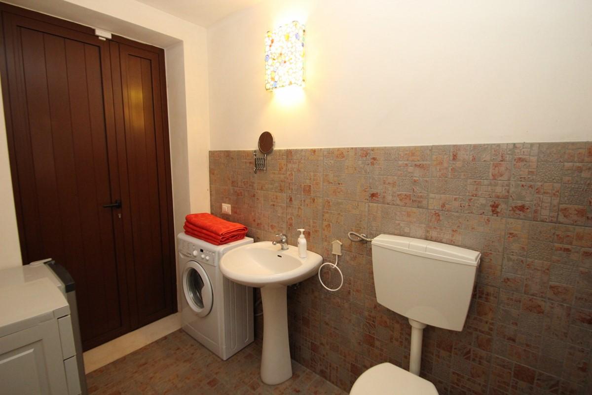 Settimo Cielo Pool Bathroom B