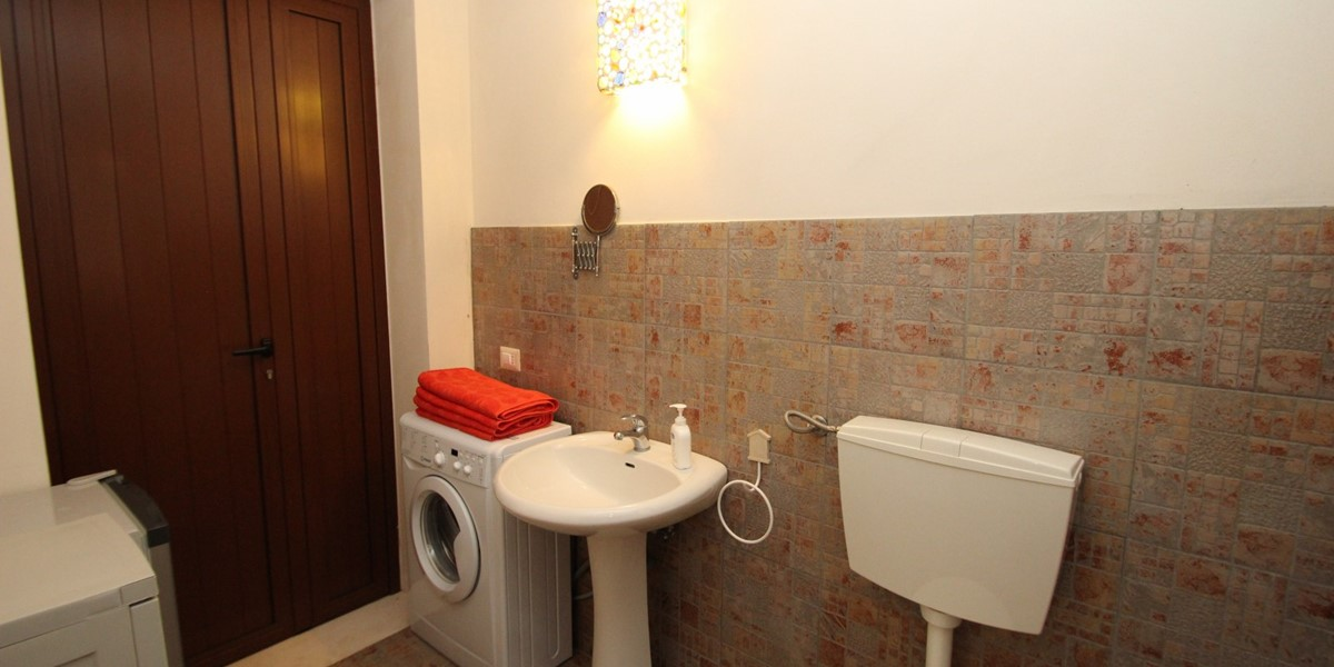 Settimo Cielo Pool Bathroom B