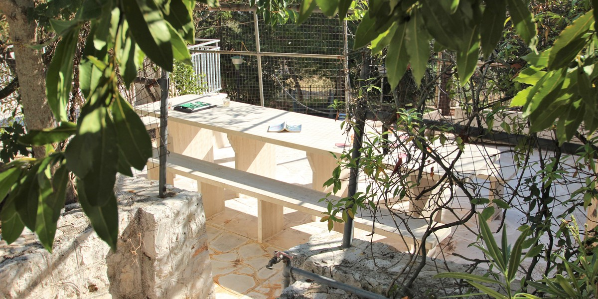 Samax Huge Stone Table