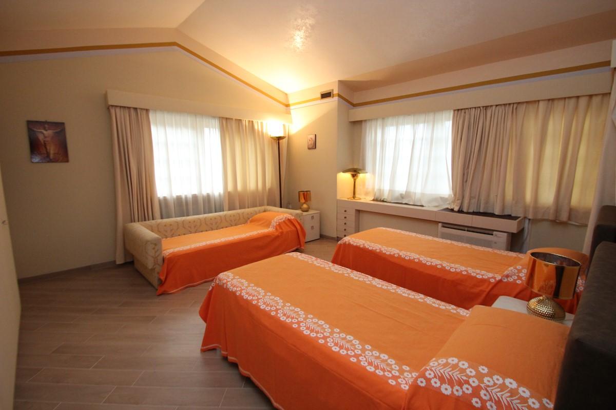 Villa Palmera Almond Room A