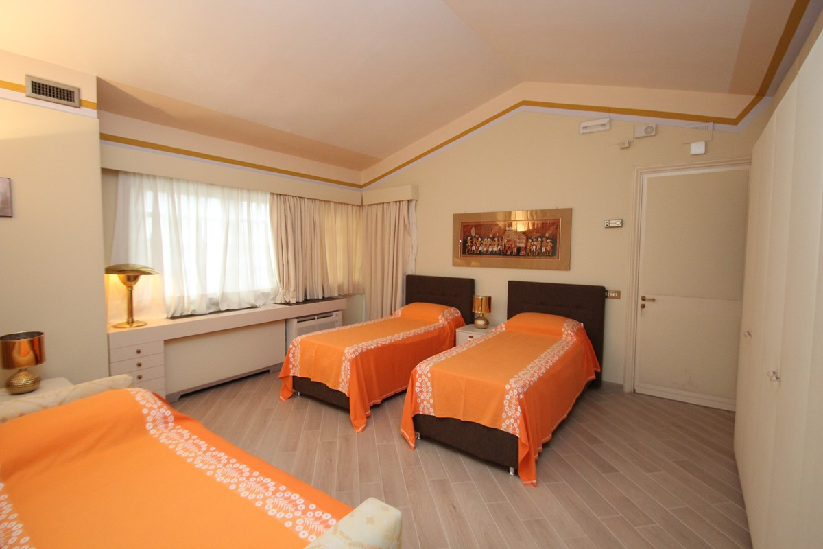 Villa Palmera Almond Room B