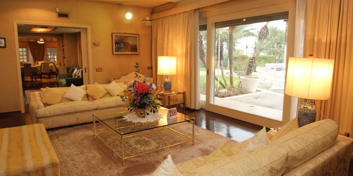 Villa Palmera Back Lounge B