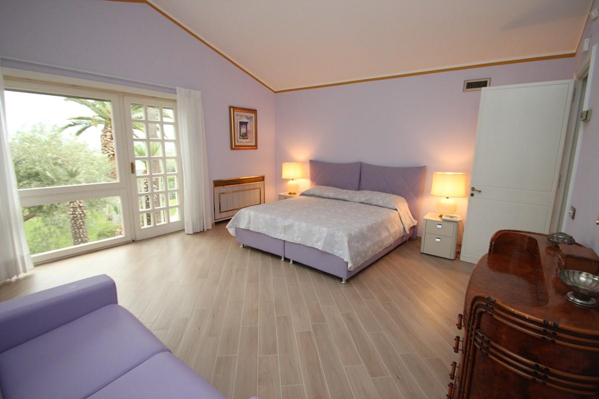 Villa Palmera Damson Bedroom A