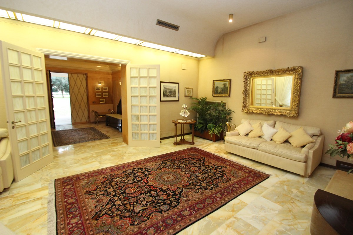 Villa Palmera Reception Room B