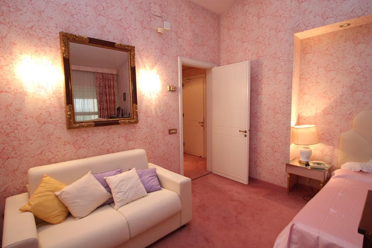 Villa Palmera Rose Bedroom 2