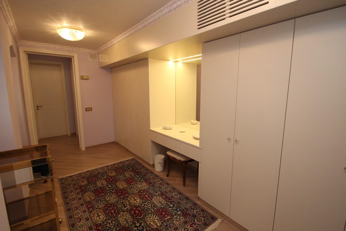 Villa Palmera Damson Dressing Room