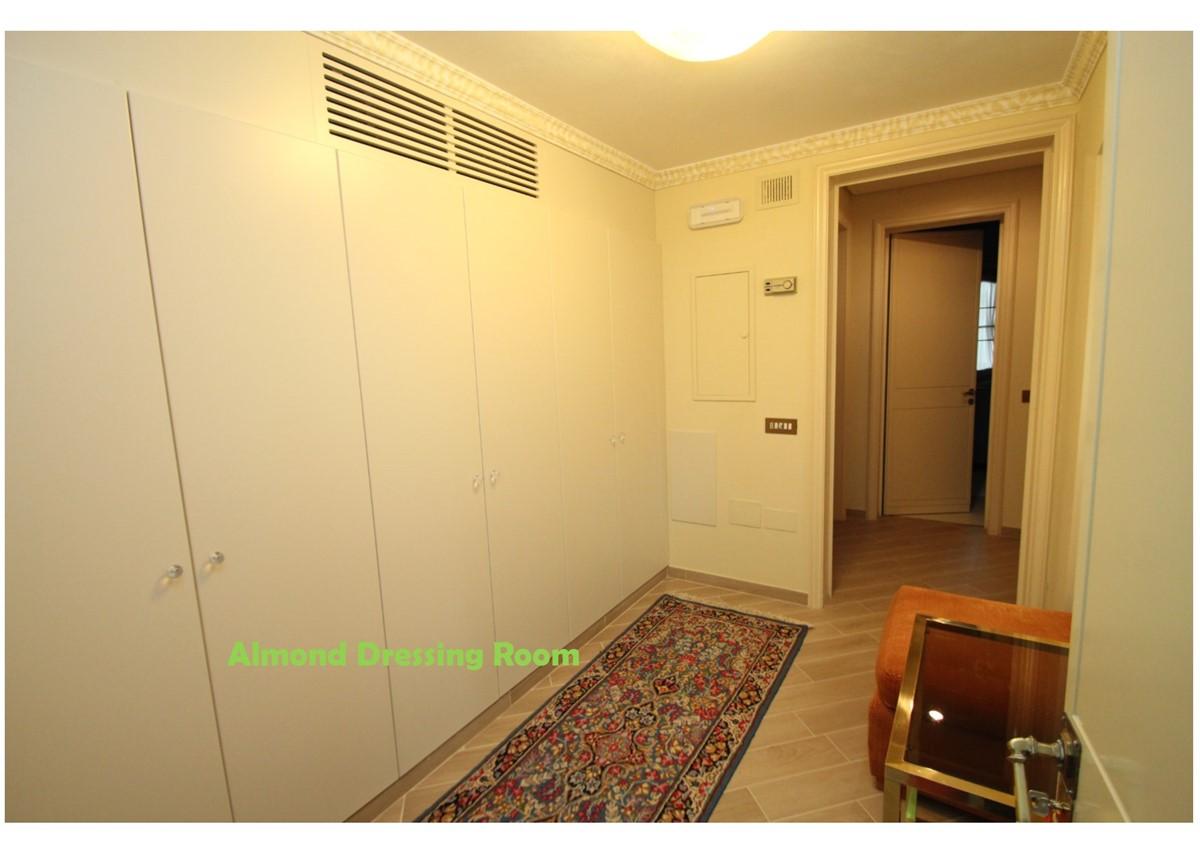 Villa Palmera Almond Dressing Room W