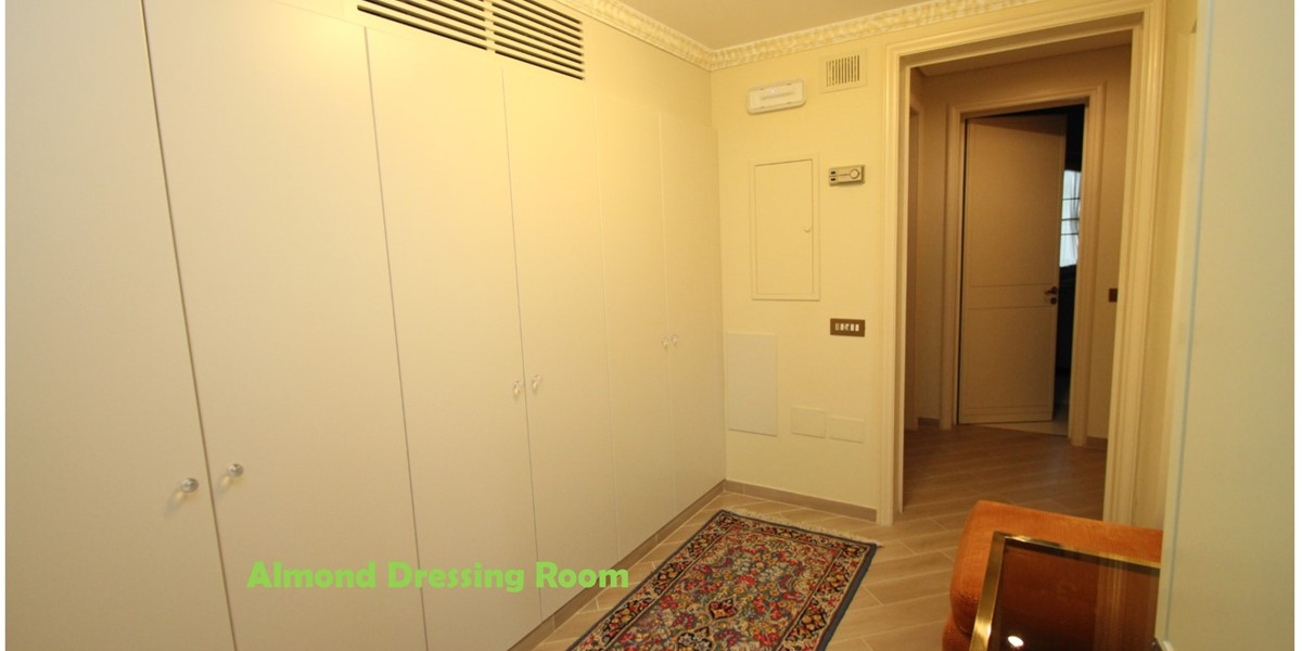 Villa Palmera Almond Dressing Room W