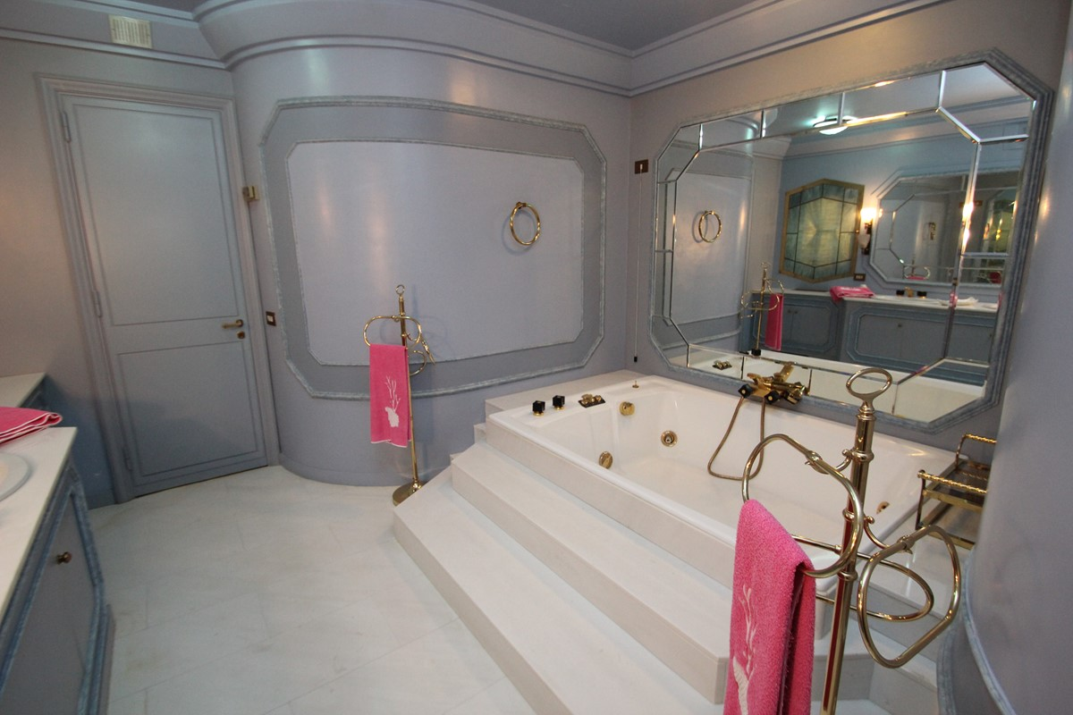 Villa Palmera Jacuzzi Bath