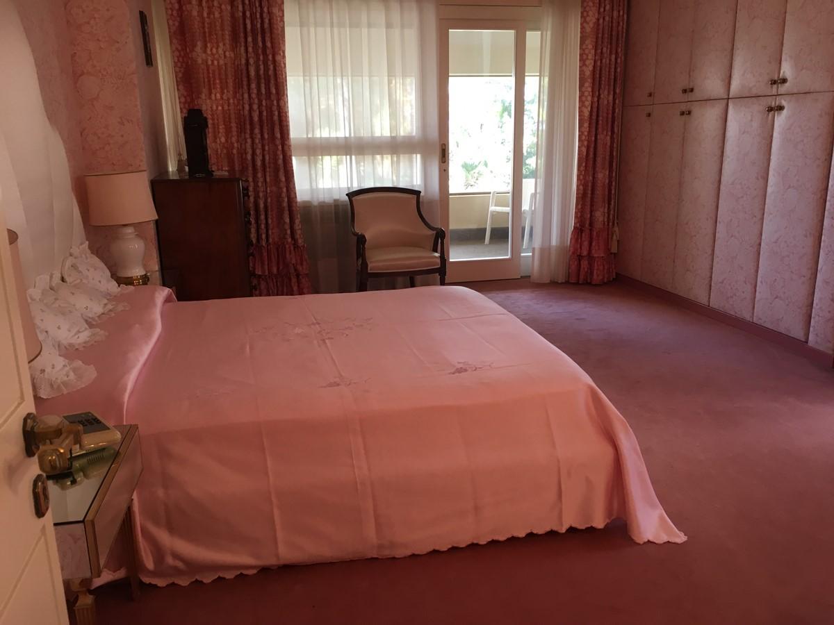 Villa Palmera Rose Bedroom A