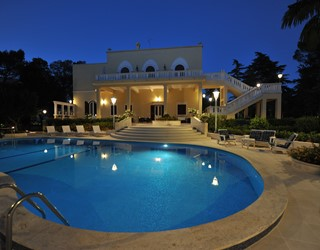 Stunning villa with private pool, walking distance to town.