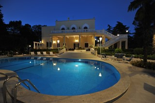 Villa Valeria Night Pool Shot