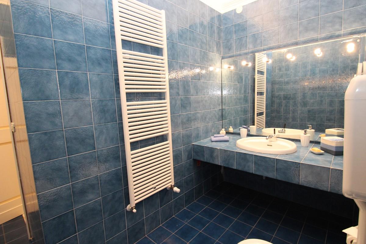 Villa Valeria Bathroom 1A
