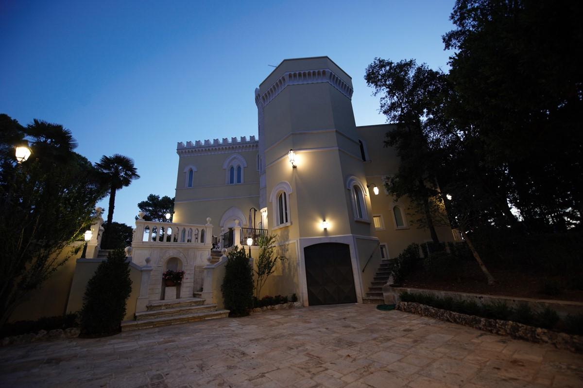 Villa Valeria Front Courtyard