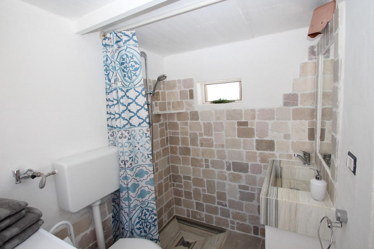 Trullo Il Grano Outdoor Bathroom