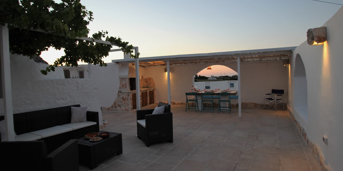 Trullo Il Grano Courtyard At Night 1