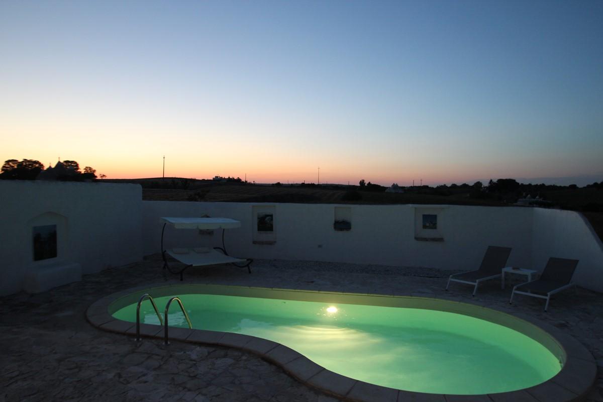 Trullo Il Grano Pool At Night