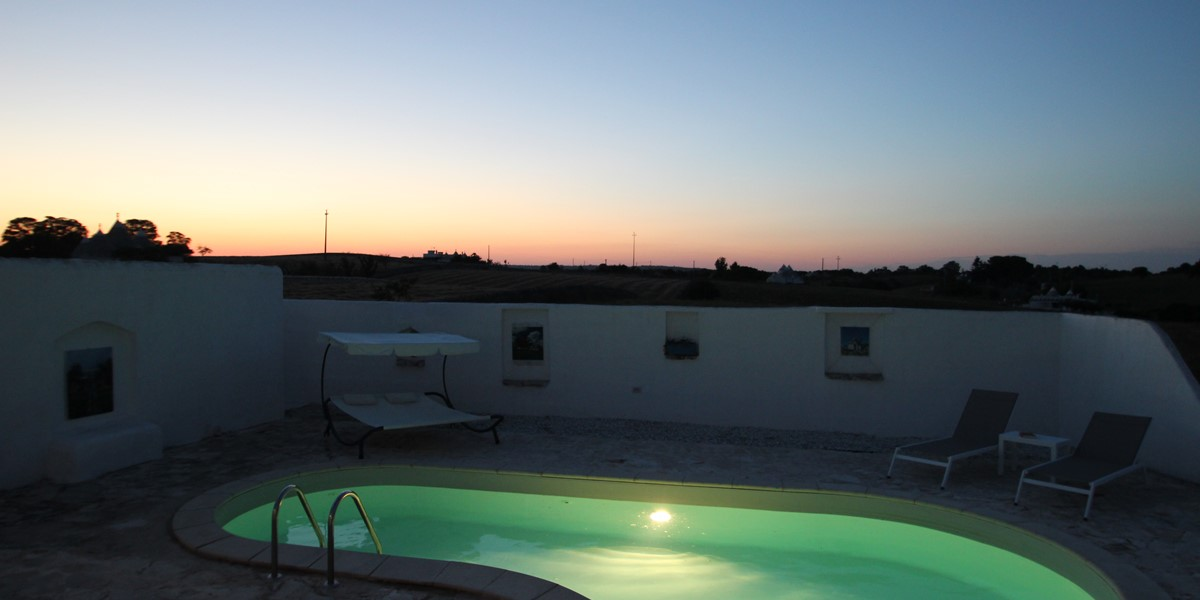 Trullo Il Grano Pool At Night