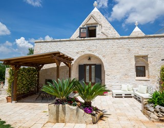 Trullo Mandorla Entrance
