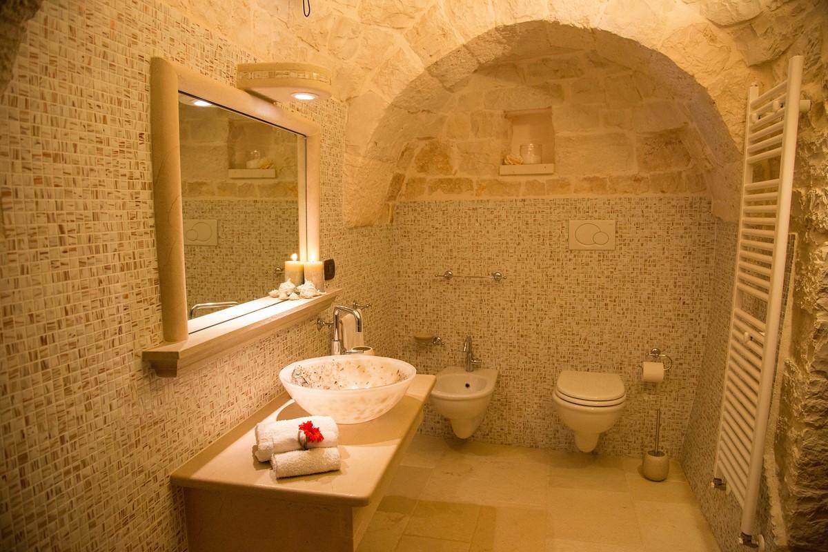 Trullo Mandorla Master Bathroom B
