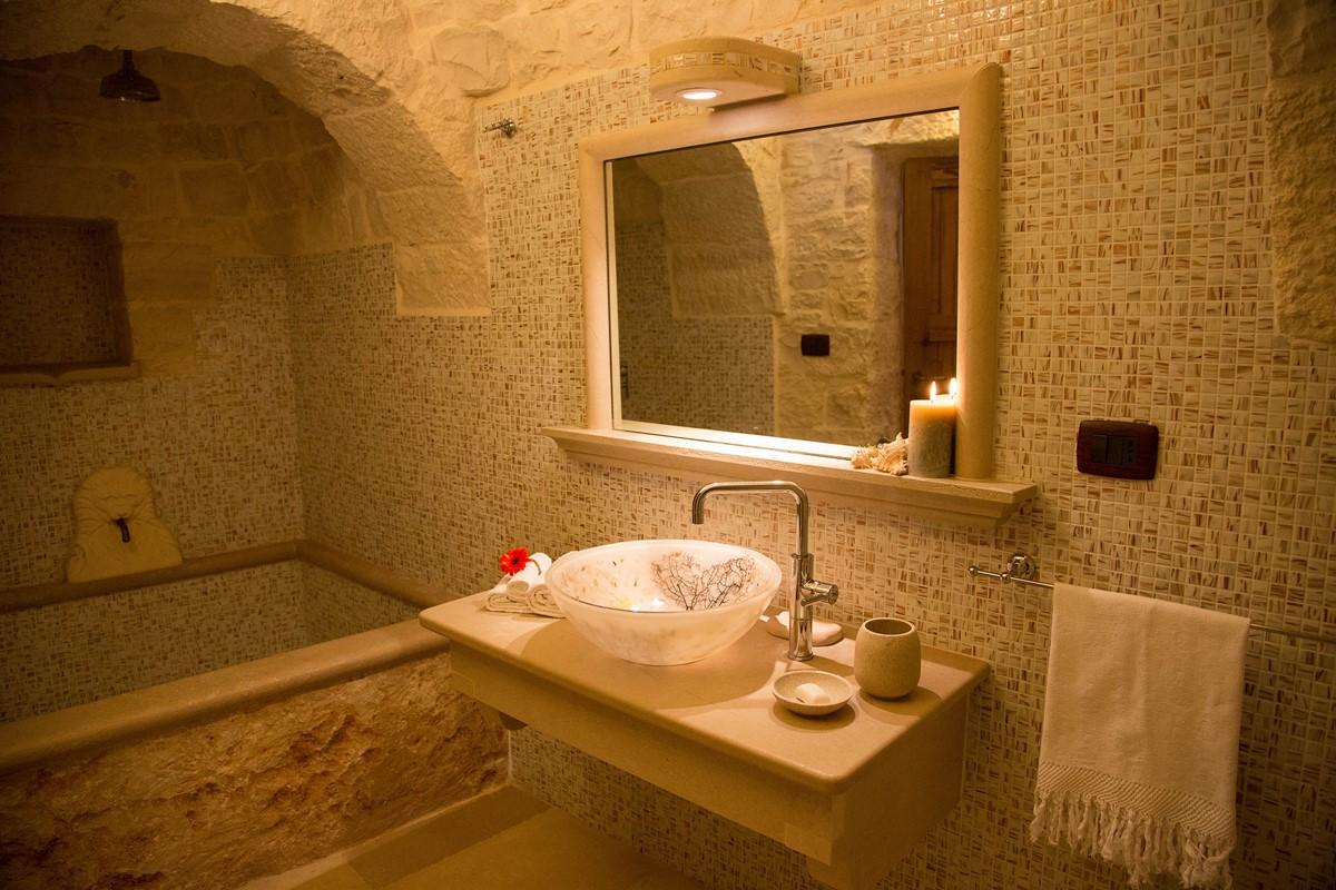 Trullo Mandorla Master Bathroom A