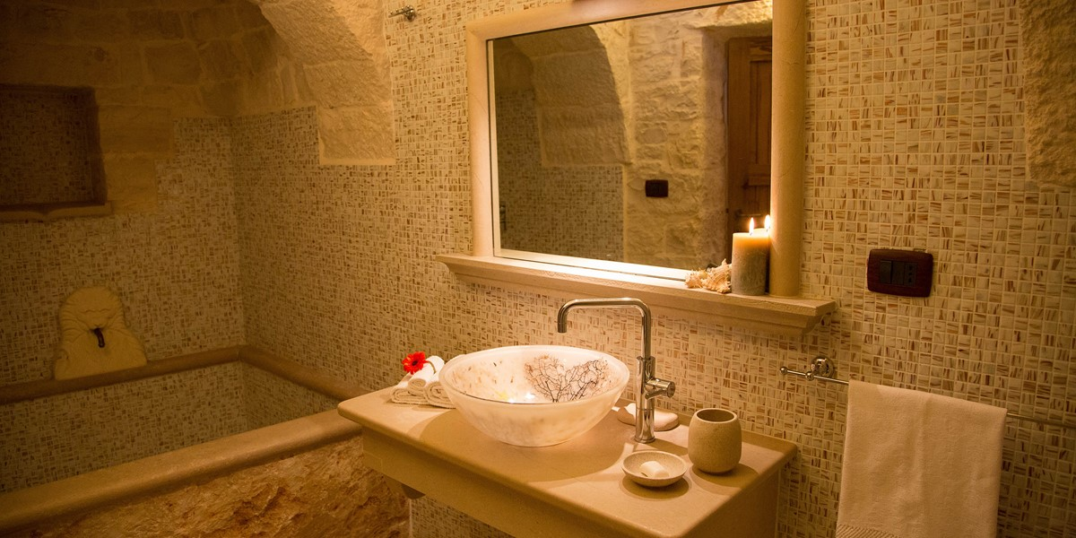Trullo Mandorla Master Bathroom A