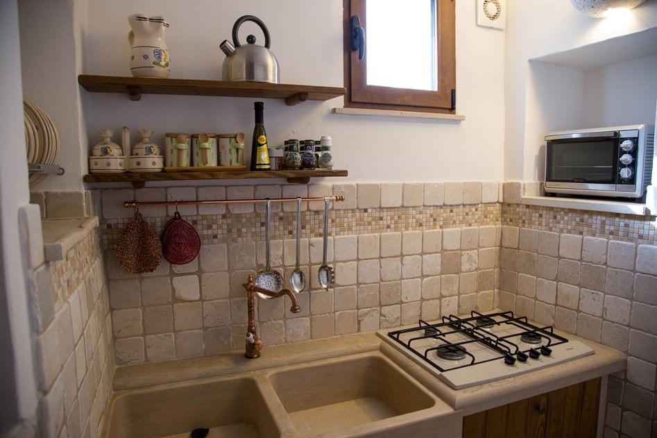 Trullo Mandorla Kitchen B