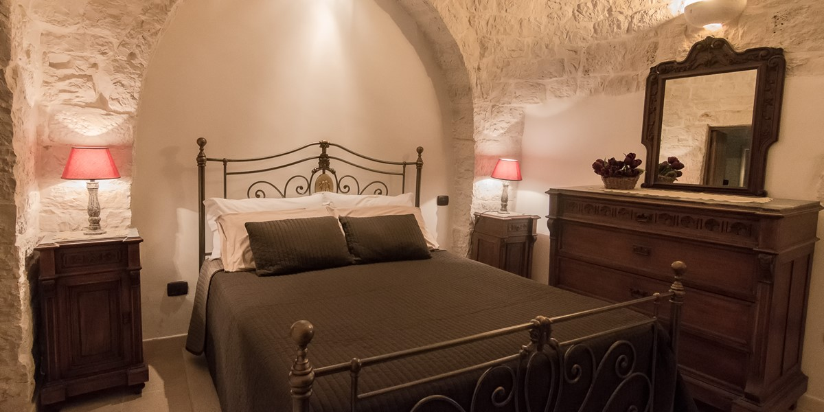 Trullo Mandorla Bed 1A
