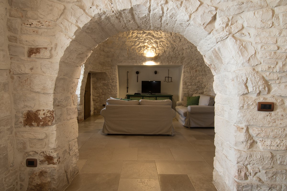 Trullo Ulive Arch To Lounge