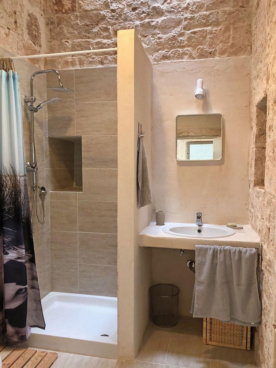 Puglia Holiday Rentals Apt Almond Bath 2