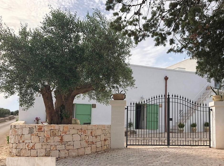 Puglia Holiday Rentals Almond Apt Gates