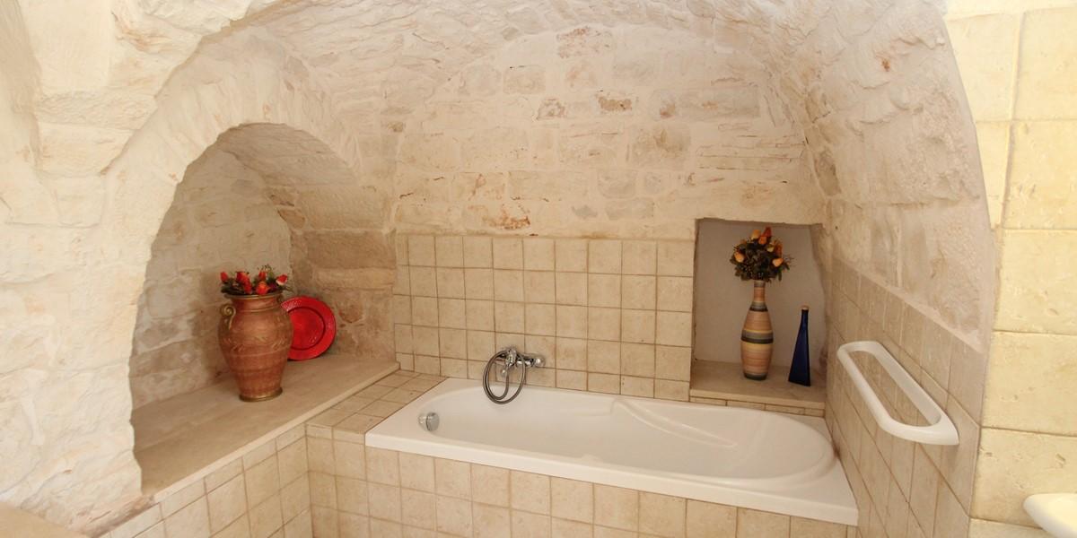 Trulli Dieci Bath 1C