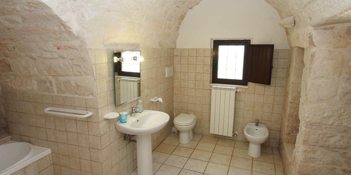 Trullo Dieci Bath 1A