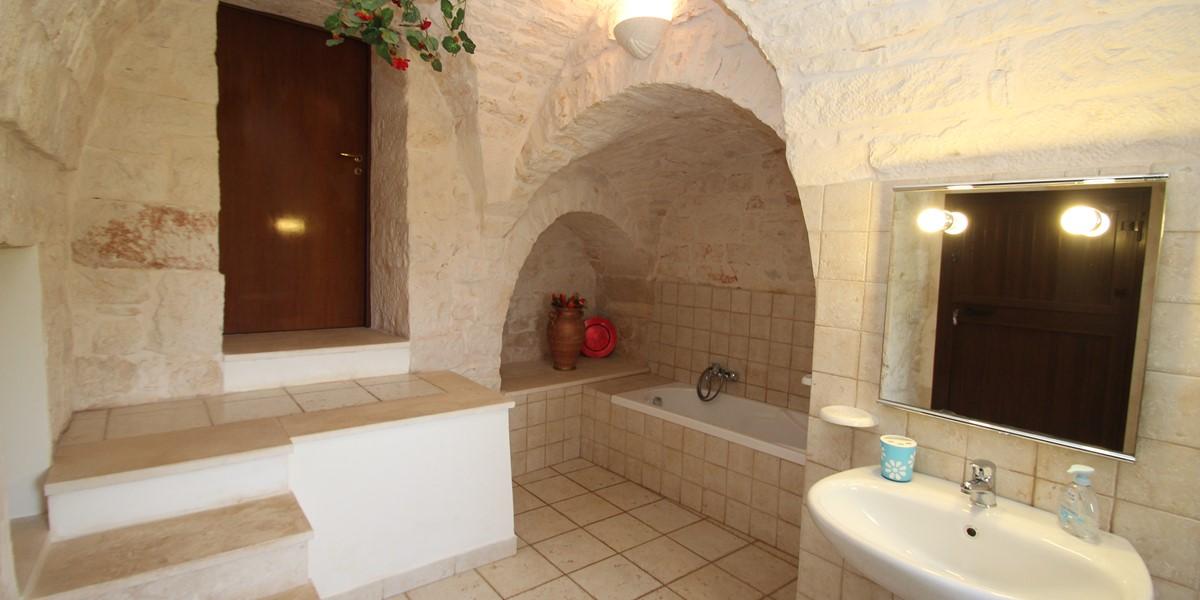 Trullo Dieci Bath 1B