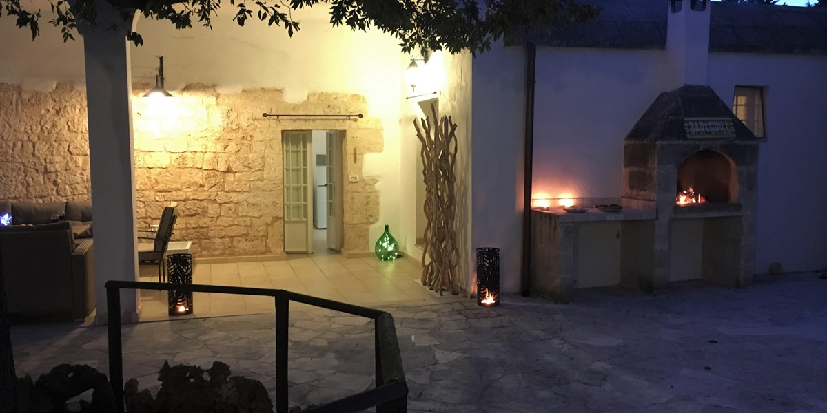Trullo Sorellina Courtyard