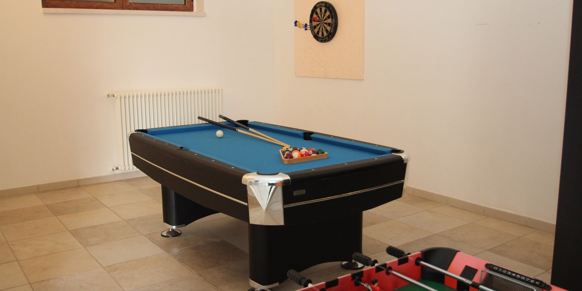 Villa Tracey Pool Table