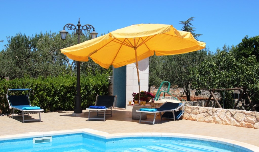 Villa Madia relax by the pool.JPG