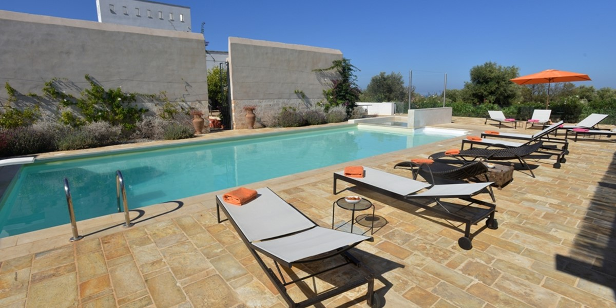 Masseria Mandorli relax by the pool.JPG