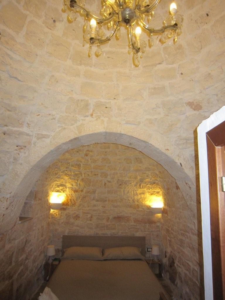 Master bed 1.jpg