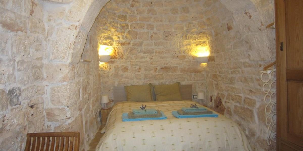 Master bed 1b.jpg