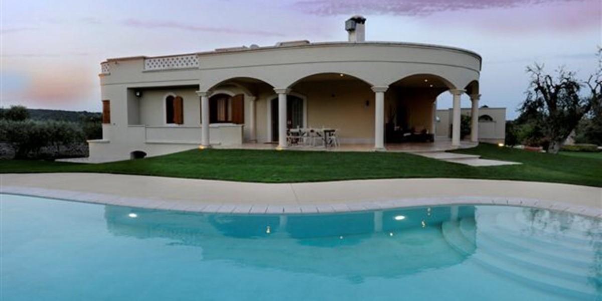 House side - pool