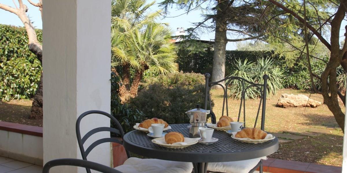 Trullo Iris Breakfast On The Front Veranda