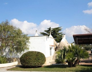Lovely Trullo with 3 bedrooms, private pool & air-con, 5 mins to town