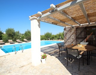Romantic Trullo Hideaway with large private pool in Puglia