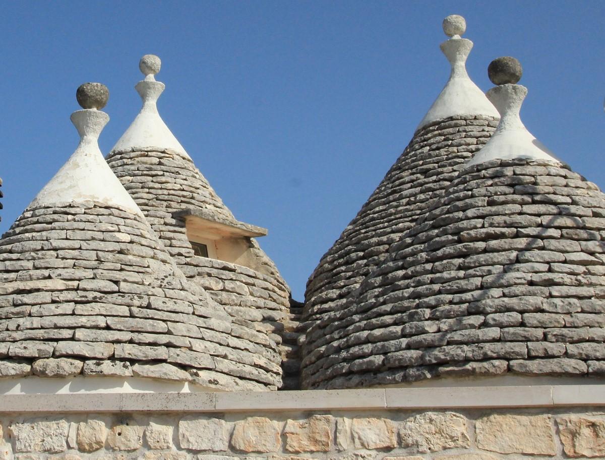 Trullo Melograno Admire The 4 Cones
