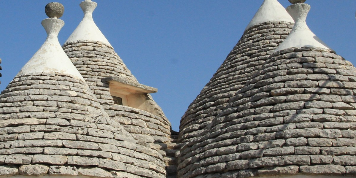 Trullo Melograno Admire The 4 Cones