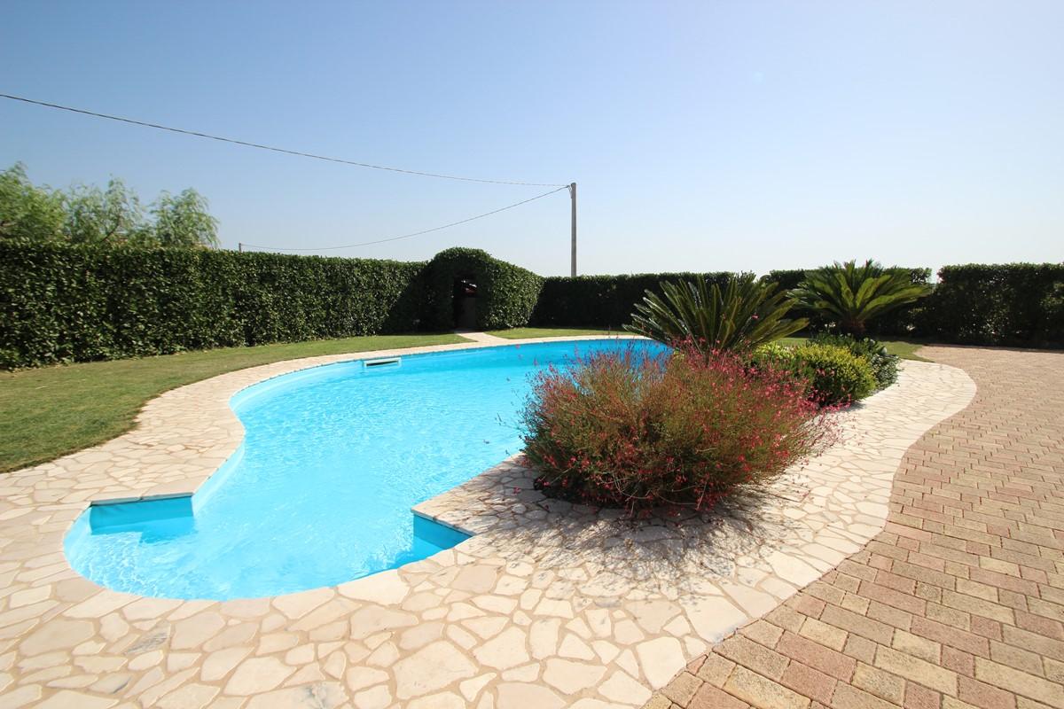Trullo Melograno The Inviting Pool