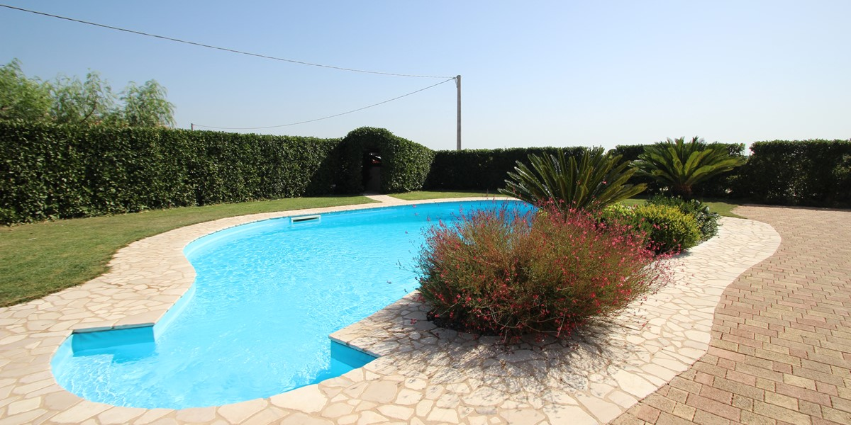 Trullo Melograno The Inviting Pool